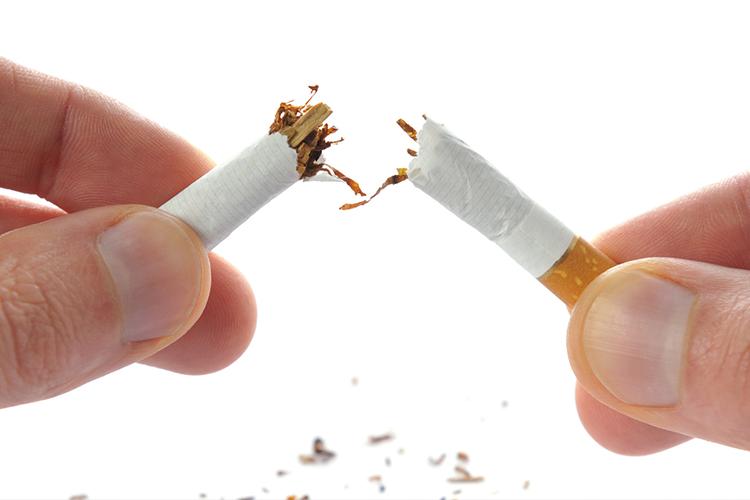 Quanto si abbassa la pressione smettendo di fumare